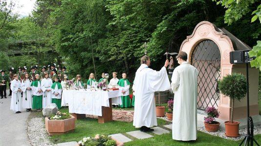 Einsegnung der Bachkapelle 2008, Pfarrer H. Traxl, Foto: Knut Kuckel