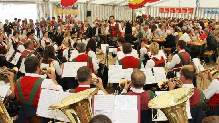 100 Jahre Gasthof Neuwirt, Beim ORF-Frühschoppen spielte die Musikkapelle Mieming, Foto: Günther Stecher