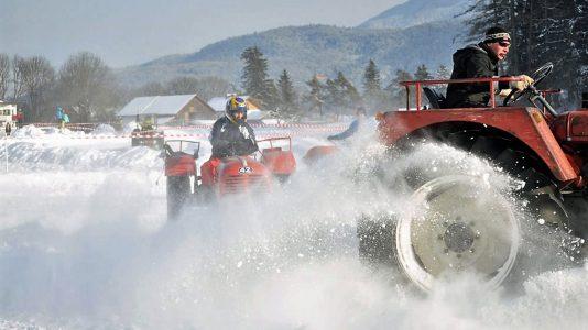 Traktoren beim 2. Mieminger Eisrennen 2012, Foto: Michael Sonnweber