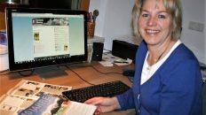 Burgi Widauer leitet die Redaktion der Mieminger Dorfzeitung. Foto: Knut Kuckel