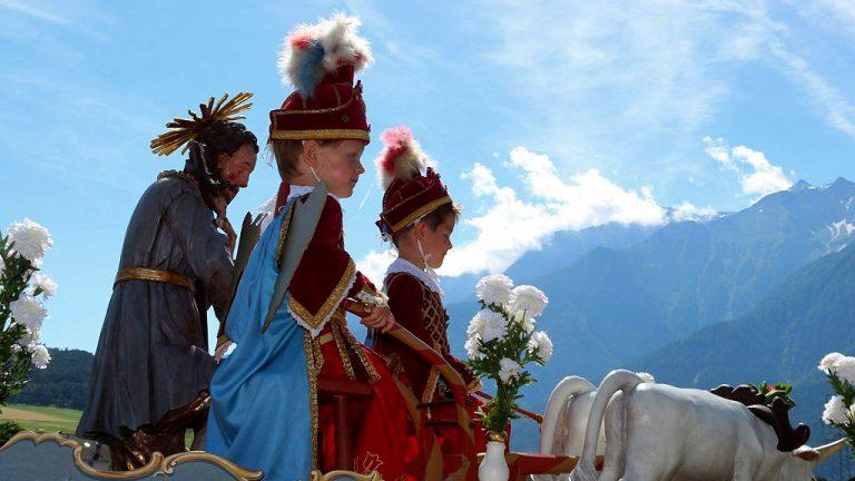 Die Engel beim Hl. Isidor waren heuer Johann Spielmann und Christoph Maurer, Foto: Knut Kuckel