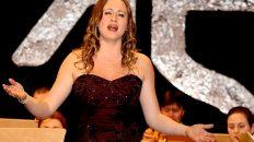 Neujahrskonzert 2015 - Lui Chan brachte die Sopranistin Eva-Maria Schmid mit nach Mieming. Foto: Knut Kuckel