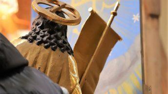 Der Auferstandene Jesus, Holzskulptur, Heiliges Grab, Pfarrkirche Untermieming. Foto: Knut Kuckel