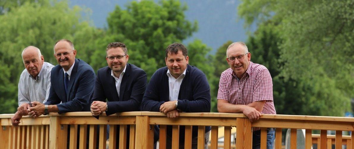 Drei Jahrzehnte Badesee-Geschichte - Obleute und Geschäftsführer (von links) Johann Krug, Reinhard Gastl, Martin Kapeller, Manfred Krug, Klaus Scharmer. Foto: Knut Kuckel